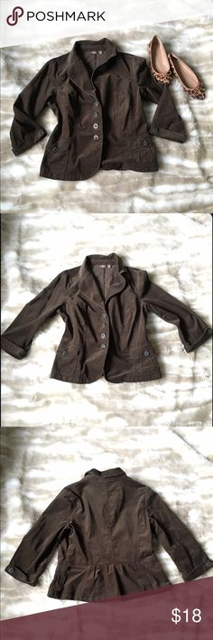 Chocolate Peplum Blazer Jacket Preowned, but in great condition! Chocolate colored, four button close. Small pockets in front, buttoned sleeves. Curves waist. Peplum design is in back. It is not lined. Size juniors large. No trades. Halogen Jackets & Coats Blazers