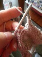Strikk til flappen er 5 cm høy (str eller 6 cm høy (str Er 5, Fingerless Gloves, Arm Warmers, Fingers, Knitting Patterns, Fingerless Mitts, Cuffs, Fingerless Mittens, Finger