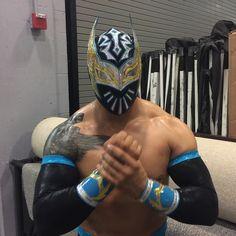 """Sin Cara is ready to take on Bad News @wadebarrett! #SmackDown"""