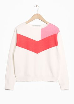 & Other Stories strikes again with this fab Colour Block Sweater in white, pink and coral. I love the graphic shapes and the minimalist look of this jumper. Go #colorblock!