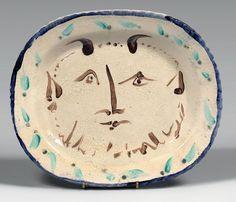 Pablo PICASSO (1881 - 1973) Tête de faune, 1947 (recto) Fleur (verso) Plat ovale en céramique émaillée sous couverte au pinceau, daté 16.10.47 et numéroté XIII au dos, Madoura plein feu 31,5 x 38 cm Pièce… - Thierry de Maigret - 24/06/2015