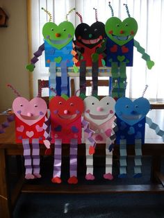 Love Bug bags for valentines- These are what my kids make every year! Love them. - Love Bug bags for valentines- These are what my kids make every year! Love them and so do they! Valentines Day Bags, Kinder Valentines, Valentines Day Activities, Kindergarten Valentine Craft, Valentine Party, Holiday Activities, Valentinstag Party, Valentine's Day Crafts For Kids, Valentine Crafts For Kids