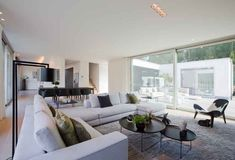 Contemporary Decor pin plan 4849704835 to think about for that beautiful home decor. Living Room Modern, Living Room Sofa, Living Room Interior, Home Living Room, Living Room Designs, Living Room Decor, Bedroom Decor, Airy Bedroom, Living Styles