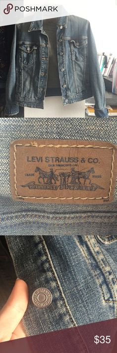 Vintage Levi's denim jacket Cute and vintage denim jacket by Levis! Size small Levi's Jackets & Coats Jean Jackets