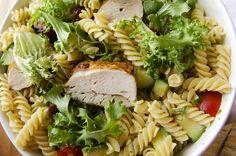 Pastasalat med kylling og avokado Salad, Ethnic Recipes, Food, Salads, Meals, Lettuce, Yemek, Eten
