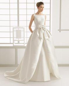 Vestido+y+cola+de+otomán,+en+color+natural.+Vestido+y+cola+de+mikado,+en+color+natural.