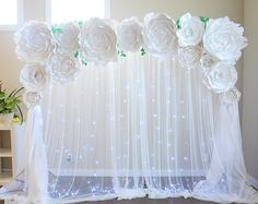 Amazing set for your celebration. It covers perfectly our stand and its 7.5 feet long. 4 giant 🌸- 24 inch 7 medium 🌺- 15 inch 4 small 🌷- 11-10 inch 5 leaves for free Rent available for Seattle area! Contact us please
