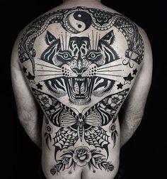 Old School Inspiration Girl Back Tattoos, Back Tattoos For Guys, Boy Tattoos, Lower Back Tattoos, Black Tattoos, Tattoo Old School, Old School Tattoo Designs, Traditional Back Tattoo, Traditional Tattoo Sketches