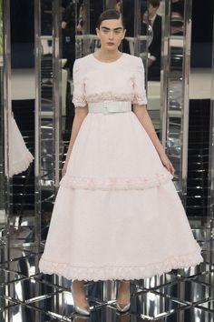 Chanel Frühjahr/Sommer 2017 Haute Couture - Fashion Shows Chanel Couture, Haute Couture Paris, Style Haute Couture, Couture Mode, Spring Couture, Couture Fashion, Fashion Week Paris, London Fashion Weeks, Fashion 2017