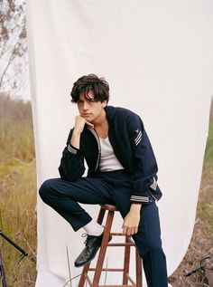 Dylan and cole, cole sprouse jughead, cole spouse, dylan sprouse, cole sprouse Poses For Men, Male Poses, Guy Poses, Cole Sprouse 2017, Dylan Sprouse, Cole Sprouse Hot, Zack Et Cody, Dylan Y Cole, Nam June Paik