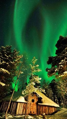 The beautiful #Aurora in #Alaska      For more great pins go to @KaseyBelleFox