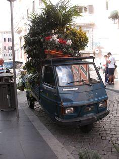 Voll beladene Ape auf Sizilien Car, Vehicles, Transportation, Sicily, World, Automobile, Autos, Cars, Vehicle