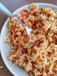 Charleston Red Rice Charleston Red Rice Recipe, Savannah Red Rice Recipe, Red Rice Recipe Southern, Rice Recipes, Dinner Recipes, Cajun Recipes, Yummy Recipes, Chicken Recipes, Rice