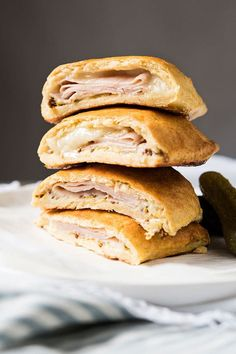These gluten free and keto hot pockets are an ideal easy breakfast treat (for when you need a little break from eggs!). Make ahead, freeze, and bake on command! Gluten Free Breakfasts, Gluten Free Recipes, Low Carb Recipes, Greek Recipes, Hot Pockets, Recipe For Onion Pie, Boursin Recipes, Breakfast Pockets, Low Carb Pizza