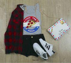 Camisa a cuadros (leñadora, Negro y rojo) Blusa gráfica (pizza lover) Bolso (Carta) Shorts Negro básico Tenis Super Star