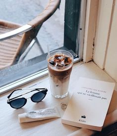 Find images and videos about coffee, accessories and drinks on We Heart It - the app to get lost in what you love. Disney Instagram, Instagram Girls, Vintage Designs, Retro Vintage, Hipster Coffee, Advertising Quotes, Landscape Illustration, Illustration Art, Diy Food