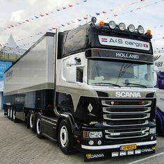 #trucks #vrachtwagens #v8 #liefdevoortrucks #chauffeurs #nice #openpijp #dik…