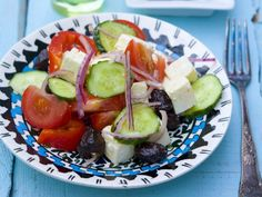 Griechischer Salat ist ein Rezept mit frischen Zutaten aus der Kategorie Fruchtgemüse. Probieren Sie dieses und weitere Rezepte von EAT SMARTER!