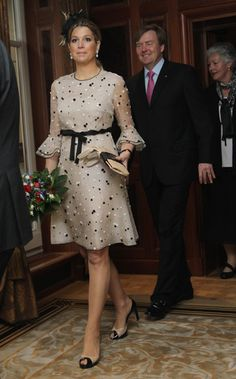 Princess Maxima, Prince Willem-Alexander of the Netherlands - Princess Maxima Photos - HRH Queen Beatrix Of The Netherlands And Crown Prince Couple Willem Alexander And Maxima On Germany Visit - Day 2 - Zimbio Simple Dresses, Elegant Dresses, Beautiful Dresses, Short Dresses, African Wear, African Dress, African Fashion, Estilo Real, Queen Maxima