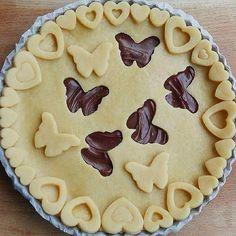 These Three Easy Pie Crust Designs Are Almost Too Pretty t Creative Pie Crust, Menu Saint Valentin, Beautiful Pie Crusts, Pie Recipes, Dessert Recipes, Pie Crust Designs, Pie Decoration, Easy Pie Crust, Pie Tops