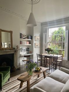 Respect for the Old: In a Tiny London Flat, Antiques, Vintage Finds, and Charm to Spare - Remodelista Flat Interior, Interior Design, Antique Interior, One Bedroom Flat, World Of Interiors, Old Houses, Palazzo, Sweet Home, Room Decor