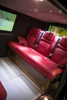 New wave vw - Perhaps not in red Vw T5 Campervan, Volkswagen Transporter, Camper Interior, Interior And Exterior, Vw Caravelle, Van Home, New Wave, Custom Vans, Vw Camper