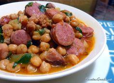 Aprende a preparar potaje de garbanzos con espinacas y chorizo con esta rica y fácil receta.  Este potaje es un plato típico de aquellos días de frío de...