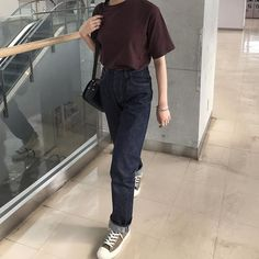 umi sur Instagram: ㅤㅤㅤㅤㅤㅤ ㅤㅤㅤㅤㅤㅤ ㅤㅤㅤㅤㅤㅤ 探してた色味のTシャツ無印で見つけて さっそく着ちゃった! 袖が長めで少しタイトなデザインが 秋っぽくてお気に入り🌾 ㅤㅤㅤㅤㅤㅤ ㅤㅤㅤㅤㅤㅤ この日はデニムに合わせたよ✌︎ 秋はこのTシャツに大好きなベージュ合わせるの 定番になりそう…