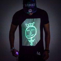 Top-Seller - Interaktives Glow T-Shirt - Sag's mit Licht, aber sag's.
