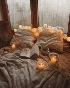 Kerzenherstellung Hygge Bringing the Previous W Cozy Aesthetic, Aesthetic Bedroom, Bohemian Bedroom Decor, Autumn Cozy, Autumn Rain, Autumn Leaves, Cozy Winter, Autumn Inspiration, Autumn Ideas