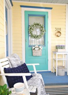 This two-toned door is SO swoon worthy.