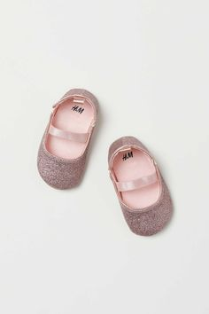 Ballet flats in faux leather with a glittery finish. Elastic strap over foot and elastic panels at sides. Satin lining satin insoles and soft faux leather soles. Cute Baby Shoes, Baby Girl Shoes, Kid Shoes, Girls Shoes, Toddler Girl Style, Toddler Girl Outfits, Toddler Fashion, Toddler Girls, Kids Fashion