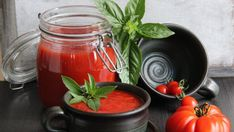 Rajčatová omáčka s bazalkou (Sugo di pomodoro al basilico) recept - TopRecepty. Preserves, Spices, Food And Drink, Pizza, Homemade, Canning, Vegetables, Tableware, Kitchen