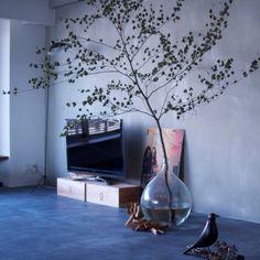 hamakajiさんの、リビング,ワイン箱,セルジュムーユ,ハウスバード,ガラスボトル,ガラスの花器,モルタルの床,NOGREEN NOLIFE,塩系インテリア,のお部屋写真