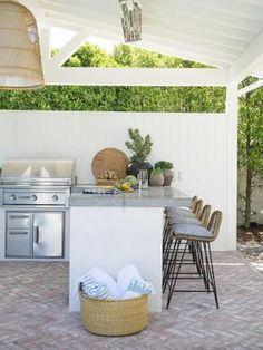Backyard Kitchen, Outdoor Kitchen Design, Outdoor Kitchens, Patio Design, Offset Patio Umbrella, Outdoor Kitchen Countertops, Outdoor Living Rooms, Living Spaces, Outdoor Furniture Sets