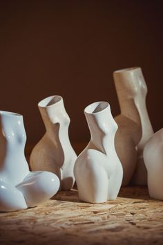 These beautiful woman vases are handcrafted in Vienna by the artist Andrea Kollar in cooperation with the Austrian ceramic artist Hermann Seiser. The vases in the shape of a female body are a tribute to the magnificence of women, inspired by the great works of the sculptors Jean Arp and Constantin Brâncusi. All woman sculptures are available in my online shop. home decor inspiration | unique vase #andreakollar Black And White Prints, Black And White Wall Art, Black And White Drawing, Ceramic Decor, Ceramic Vase, Ceramic Pottery, Ceramic Figures, Ceramic Artists, Vase Centerpieces