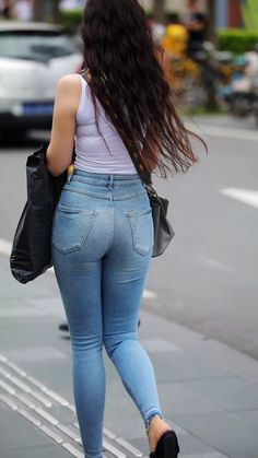 tight jeans,candid Body Suit Outfits, Sexy Outfits, Girl Outfits, Superenge Jeans, Cute Jeans, Tops For Leggings, Leggings Are Not Pants, Sweet Jeans, Girls Jeans