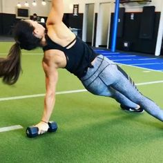 Core on Sunday 40seconds on 20 seconds rest! 3-5 rounds #alexiaclark #queenofworkouts #fitness #fitgirl #fitforareason #fit #core #sundayfunday #weekendwarriors #weekend #circuit