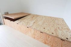 platform storage / lifts up Japanese Furniture, Japanese Interior, Diy Sofa, Diy Furniture, Furniture Design, Diy Bett, Bed Frame Design, Sleeping Loft, Bed Storage