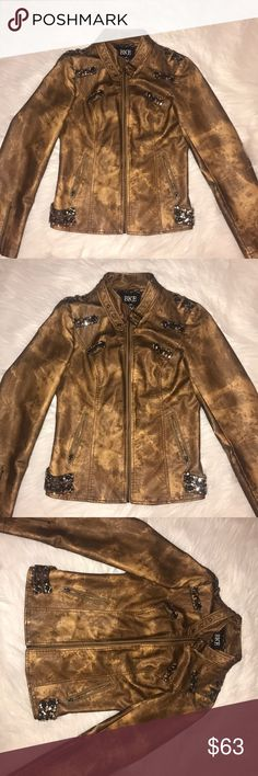 Women's Buckle BKE leather jacket Gently worn. Great condition. Women's Buckle BKE leather jacket. Size Medium. Tan/brown/gold. Sequin accents. Beautiful Jacket.✨ BKE Jackets & Coats