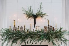 Comfort and Joy, a Guide to Your Fireplace - Monika Hibbs Red And Gold Christmas Tree, Cosy Christmas, Minimal Christmas, Winter Wonderland Christmas, Natural Christmas, Christmas Mantels, Simple Christmas, Christmas Decorations, Christmas Ideas