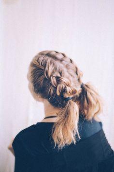 Essayez ces deux nattes tressées qui sont bien adaptées aux cheveux courts. | 31 coiffures pour survivre aux chaudes journées de l'été