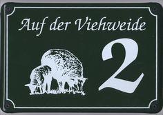 Edel und individuell auf die gegebenen Anforderungen abgestimmt: das schmucke Hausnummernschild mit Symbolcharakter.