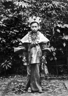 "Indonesia - Sumatera Barat province, Bukittinggi   ""Bride in Adat costume of Sungei Poear""   ca. 1895    ©National Museum of World Cultures, Leiden, Netherlands.  // TM-60003594"