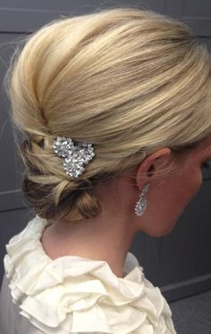 Low updo. (BTW I won't wear any ornaments in my hair for any of these styles since I think it would be distracting.)
