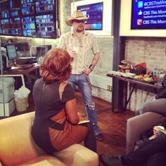 Behind-the-scenes moment: Country star Jason Aldean chats with Gayle King in the Studio 57 green room
