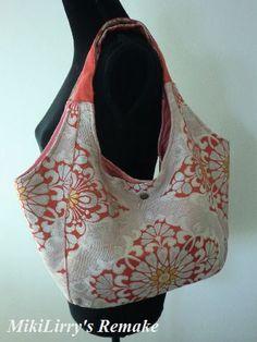 着物リメイクとオリジナル販売のMikiLirryです。着物リメイクからオリジナルの洋服や小物まで心を込めておつくりいたしました。 Kimono Fashion, Fashion Bags, Japan Bag, Emmaline Bags, Modern Kimono, Latest Bags, Round Bag, Vintage Kimono, Simple Bags