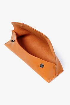 SHADE LEATHER PEN CASE LIFESTYLE COVERCHORD