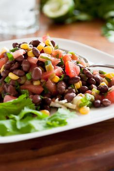Make black bean salad by tossing cup canned black beans, cup mandarin orange sections, chopped red bell peppers, red onion and scallions with 1 teaspoon vinegar. Serve over salad greens. Eat with 1 mini whole wheat pita and 1 pear. 1200 Calorie Diet Menu, 200 Calorie Meals, Clean Eating Recipes, Diet Recipes, Healthy Recipes, Easy Recipes, Salad Recipes, Snack Recipes, Recipes