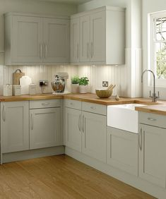 Modern Kitchen Interior Remodeling The Roaster kitchen range in the colour oyster shell. A modern classic of a kitchen with its shaker style doors, giving you effortless charm. Old Kitchen, Green Kitchen, Home Decor Kitchen, Country Kitchen, Kitchen Interior, Home Kitchens, Kitchen Ideas, Kitchen Designs, Shaker Style Kitchens